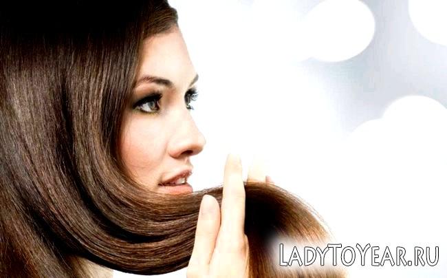 Дівчина з красивими волоссям