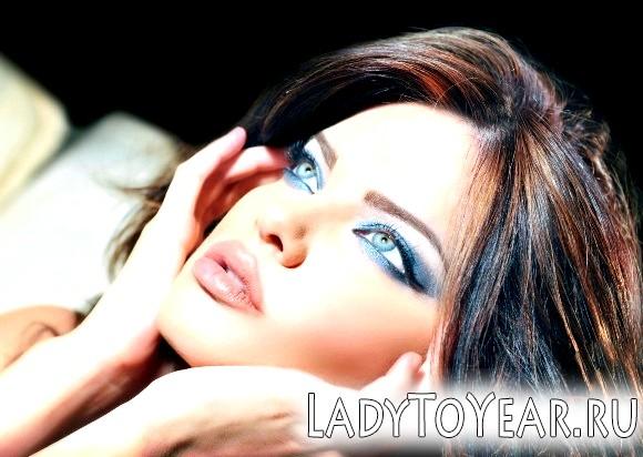 Вечірній макіяж для сіро-блакитних очей і темного волосся фото