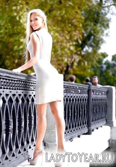 Плаття на вечір: шлях від Попелюшки до Королеви