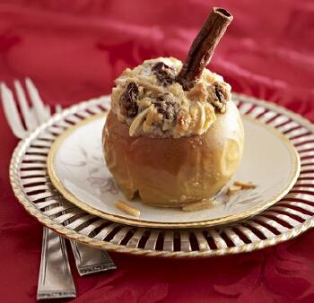 Печені яблука зі збитими вершками смачний десерт на новорічний стіл 2015