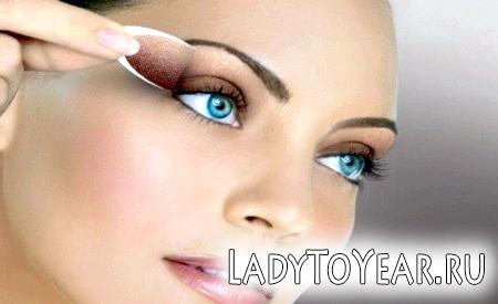 Блакитні очі й коричневі тіні - надзвичайно ефектний варіант!