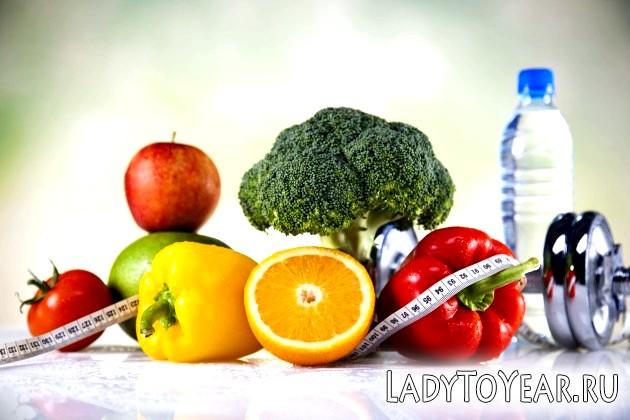 Овочі, фрукти, вода і гантелі
