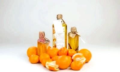 Не забудьте взяти ефірне і базове масажне масло. Вони зроблять Ваш масаж просто насолодою!
