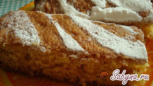 Готовий апельсиновий пиріг нарізати порційними шматочками.
