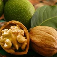 Волоський горіх і його корисні властивості і речовини.