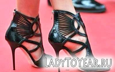 Любіть високий каблук - іогда за це можна дорого заплатити! Проблема з нігтями - це лише частина витрат!